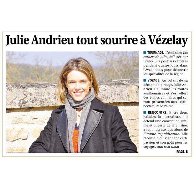 Julie Andrieu, tout sourire à Vézelay